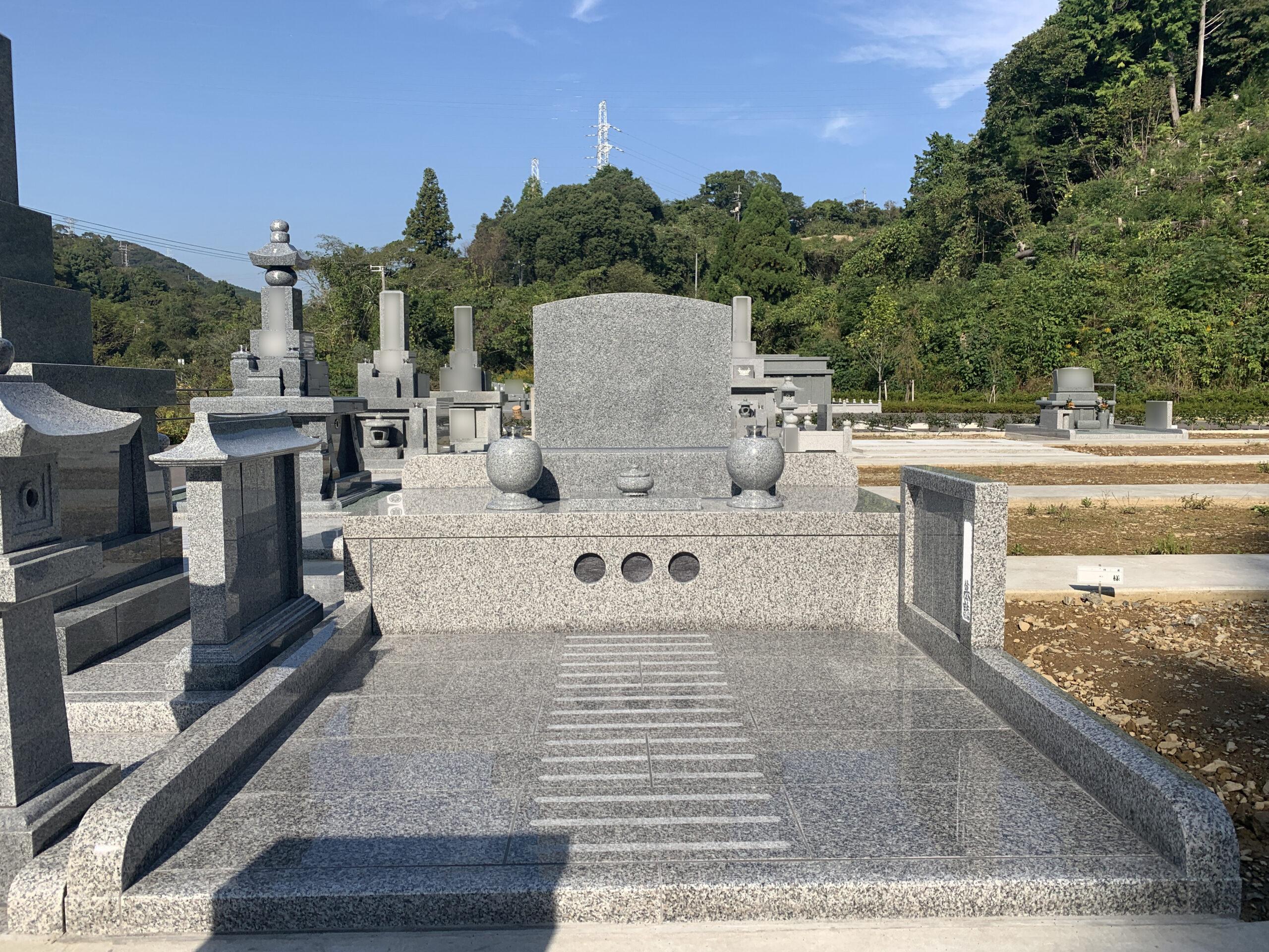 完成したお墓を見て納得しています